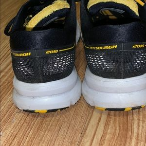 afc051a857310 Brooks Shoes - Brooks Launch 5 Pittsburgh 2018 Running Shoes
